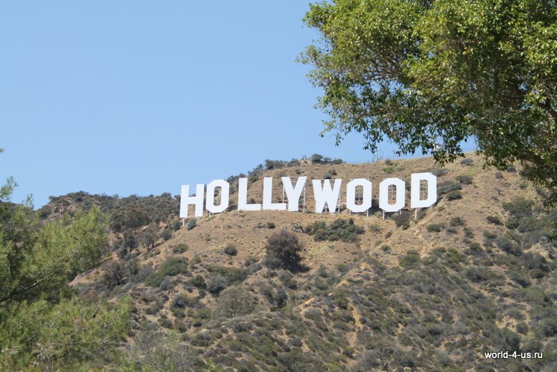 Вид на Hollywood Sign с Deronda Dr